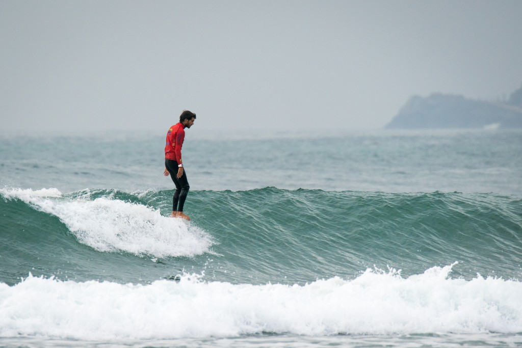 Argentina's Francisco Surfiel Gil takes advantage of the clean, perfect conditions at Riyue Bay. Photo: ISA / Sean Evans