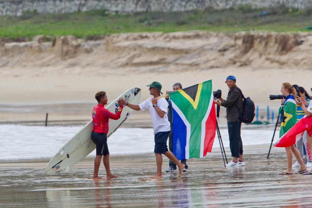 El integrante del equipo de Sudáfrica, Alfonzo Peters usó el longboard para cambiar su vida y ahora representa a su país a un gran nivel. Foto: ISA / Tim Hain