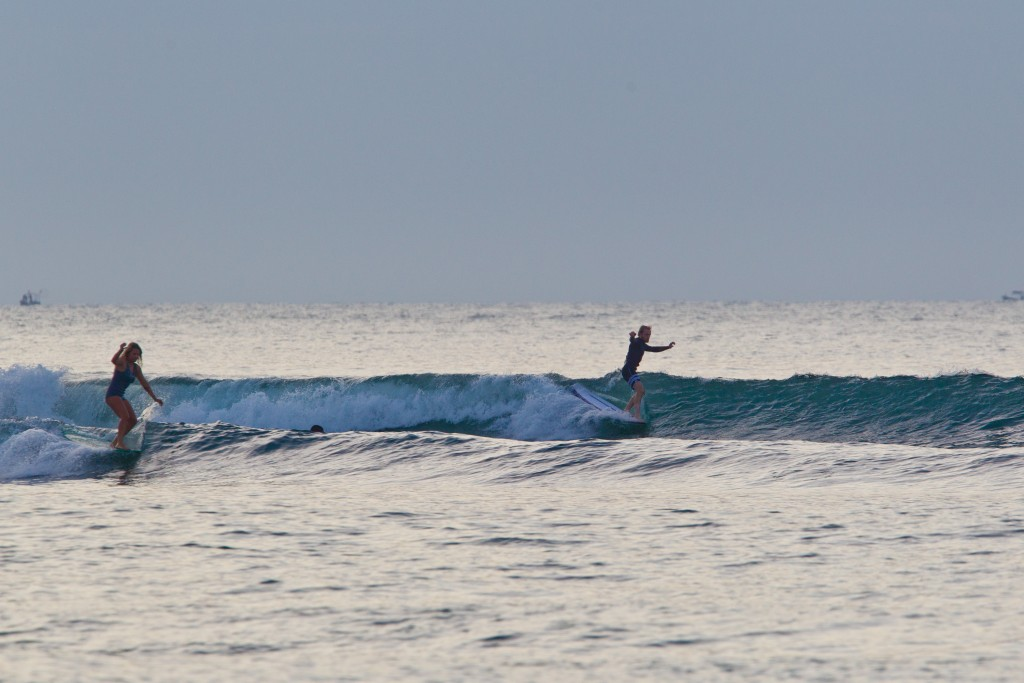 Simultaneous hang fives during a warm-up session at Riyue Bay. Photo: ISA / Tim Hain