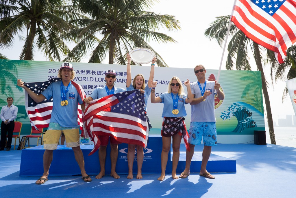 Team USA holds their flags in pride upon being crowned the Team Gold Medalist of the 2018 ISA World Longboard Surfing Championship. Photo: ISA / Sean Evans