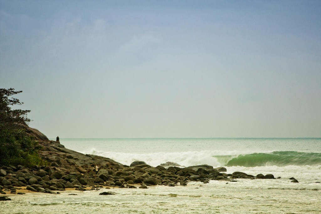 Wanning's Riyue Bay provides excellent, long lefts. Photo: ISA / Augustin Munoz