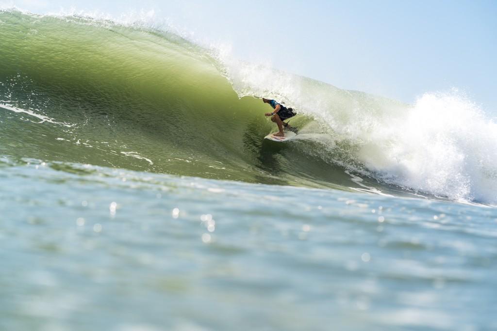 El swell bajó respecto a los días anteriores pero las condiciones se mantuvieron óptimas. El ecuatoriano Israel Barona dando fé de ello. Foto: ISA / Sean Evans