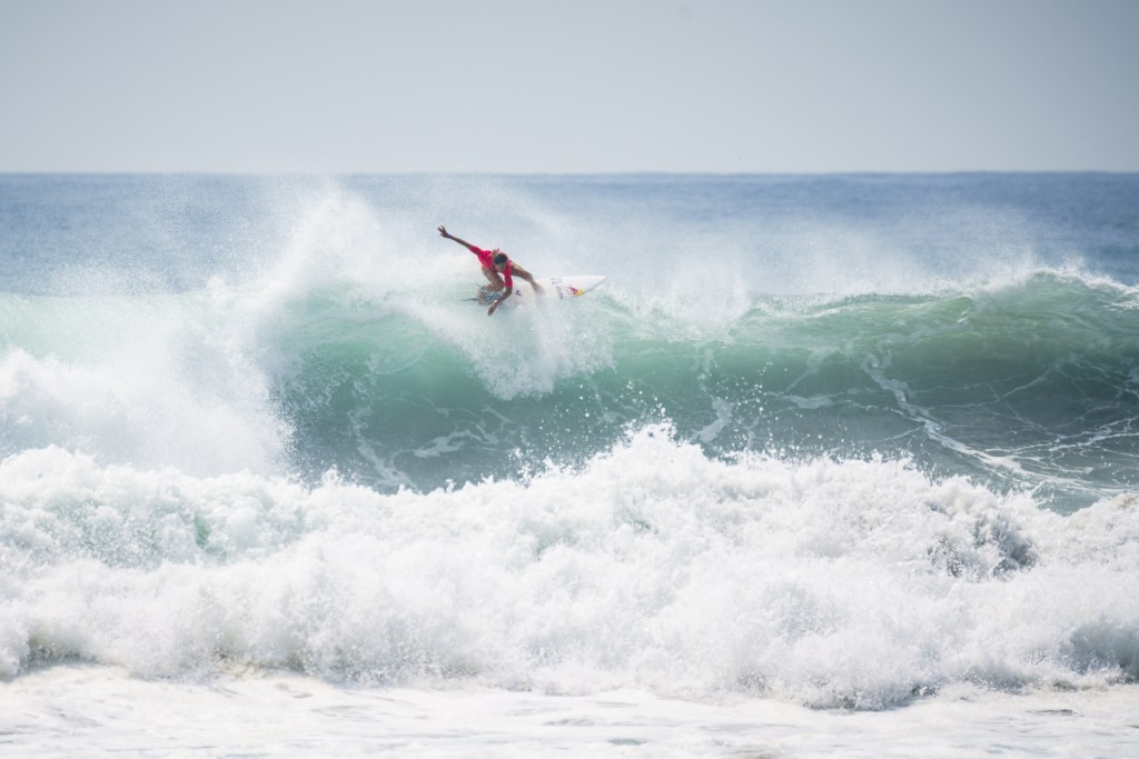 ISA Athletes' Commission Chair Justine Dupont (FRA) breezes through the Women's first round. Photo: ISA / Ben Reed