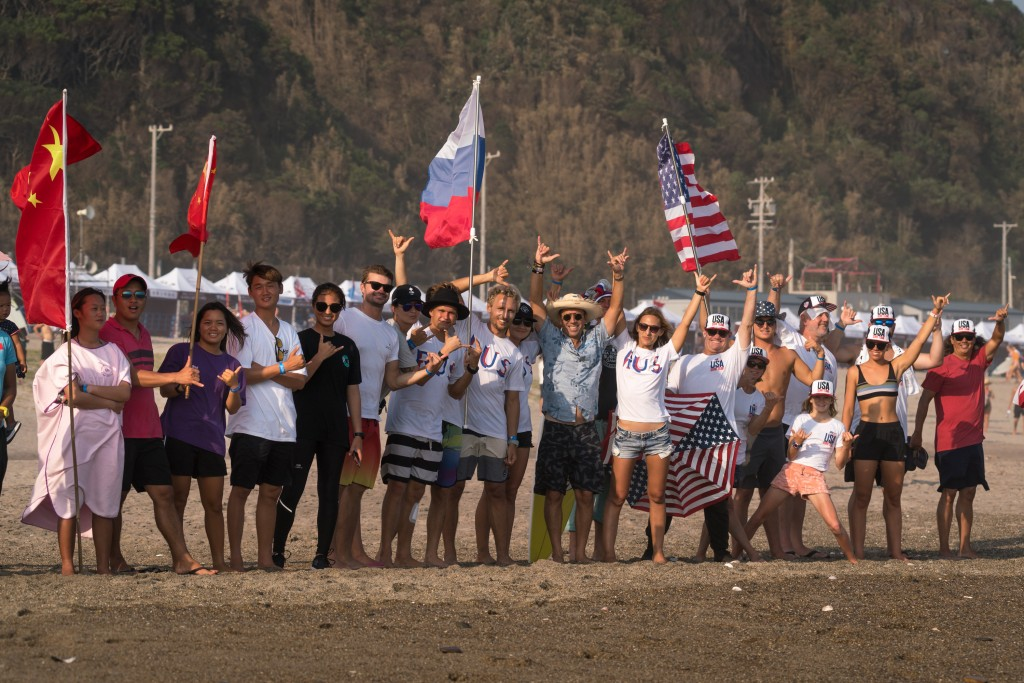 ISA President Fernando Aguerre with the National Teams from Russia, China and USA in complete camaraderie. Photo: ISA / Sean Evans