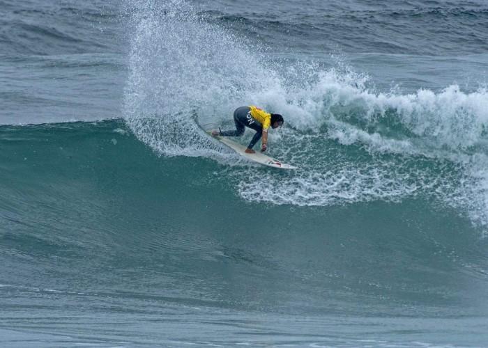 Analí Gómez en ruta a ganar la Medalla de Oro de Mujeres en los ISA World Surfing Games 2014. Foto: ISA/ Tweddle