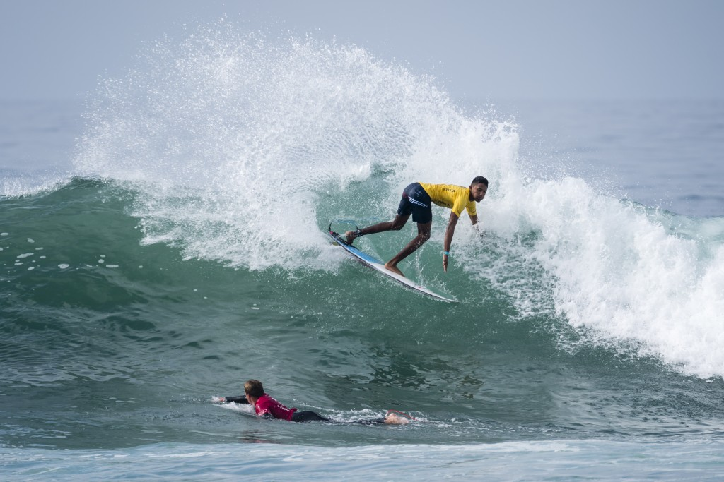 Costa Rica's Kenneth Sandoval enjoying the non-stop waves at Huntington Beach Pier. Photo: ISA / Ben Reed
