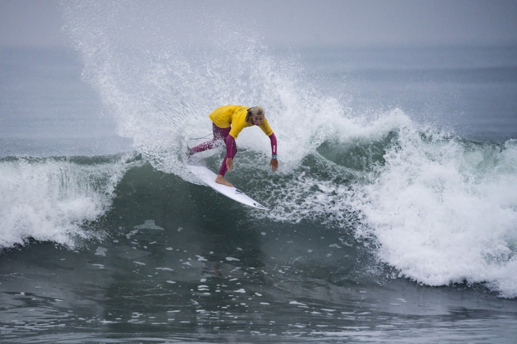 Valentina Resano (NCA) earns the highest wave score in the Girls U-18. Resano continues in the Main Event for the Girls U-16, but will have to go through the elimination Repechage Rounds in the Girls U-18. Photo: ISA / Ben Reed