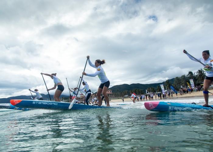 Las mujeres iniciando el circuito de la Final de SUP Carrera Técnica. Foto: ISA / Pablo Jímenez