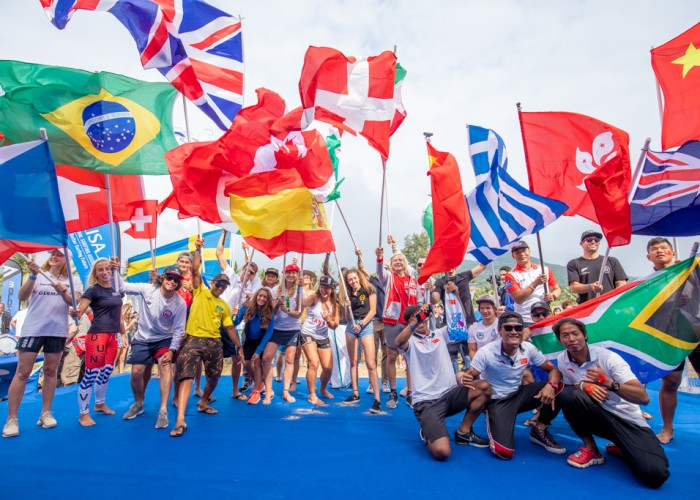 26 naciones unidas a través de los deportes del SUP y Paddlebaord en la Ceremonia de Apertura. Foto: ISA / Pablo Jimenez