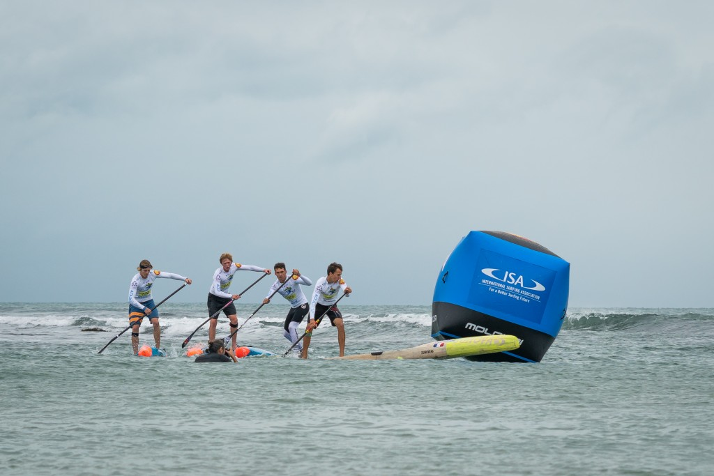The future stars of SUP show their talent in the Junior Boys SUP Technical Race. Photo: ISA / Pablo Jímenez
