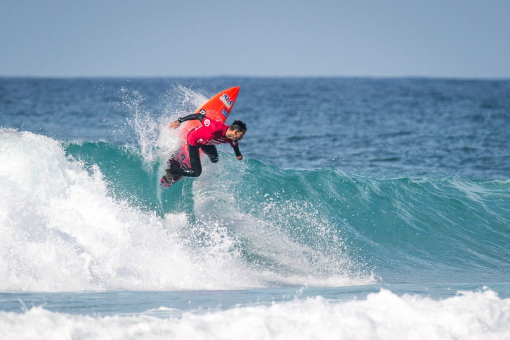 Brazil's Jonathan Borba makes an early claim as a contender for the Gold in the AS-1 Division. Photo: ISA / Sean Evans