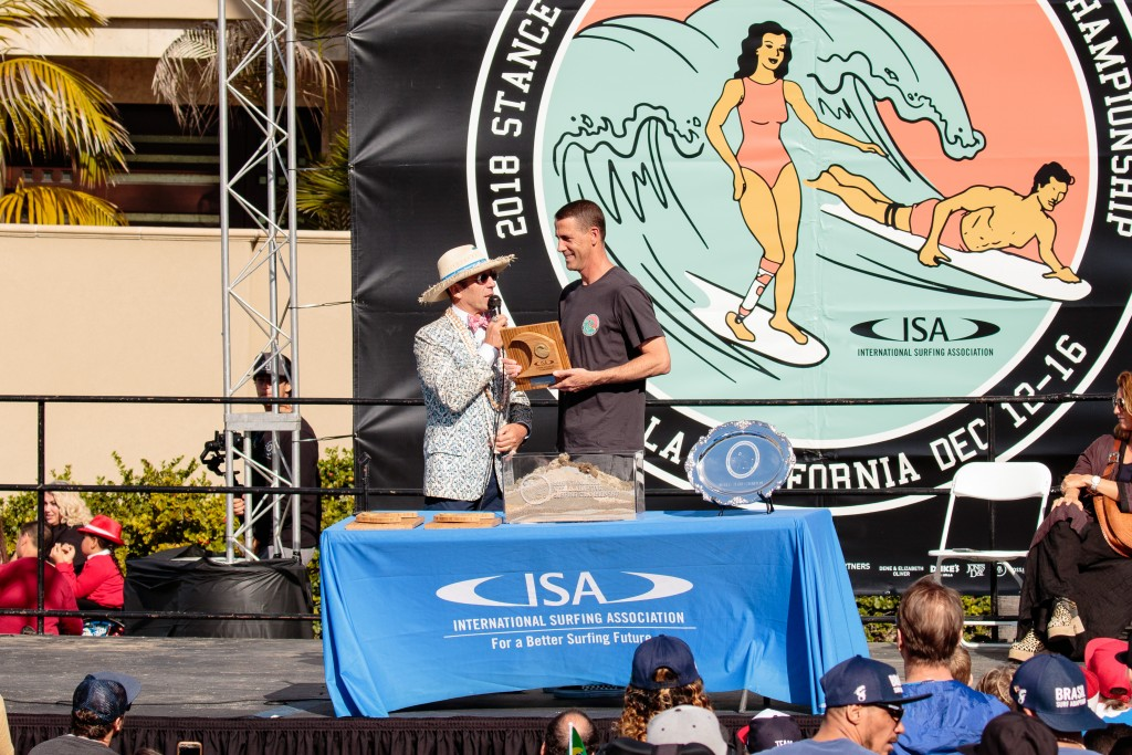 ISA President Fernando Aguerre recognizes Stance President John Wilson for his contribution to the ISA and adaptive surfing as the event's Title Sponsor. Photo: ISA / Chris Grant