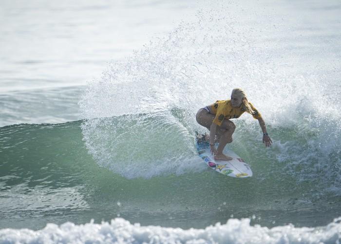 Tatiana Weston-Webb de Brasil avanzó a la Ronda 4 del Evento Principal con una ola casi perfecta de 9.77 puntos. Foto: ISA / Ben Reed