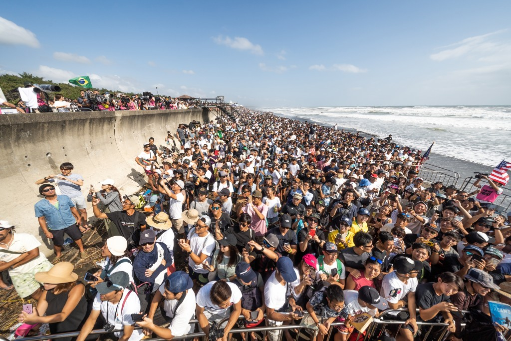 Tens of thousands of fans poured into Kisakihama Beach on Sunday to watch the world's best chase Gold Medals and Olympic qualification. Photo: ISA / Sean Evans