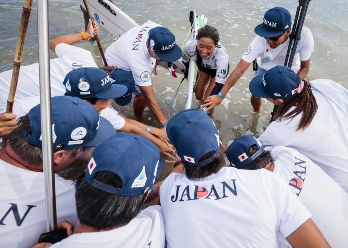 El Equipo de Japón en ruta a ganar la Medalla de Oro en el ISA World Surfing Games de 2018. Foto: ISA / Ben Reed