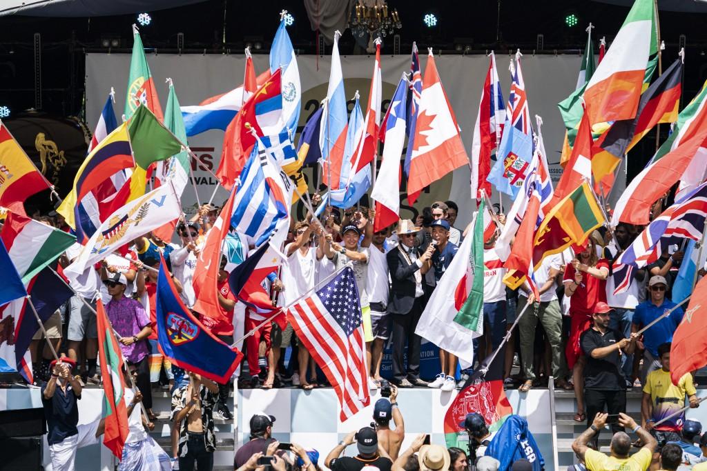 El Presidente de la ISA Fernando Aguerre inaugura el ISA World Surfing Games 2019 presentado por Vans en Miyazaki, Japón con un récord de 55 naciones. Foto: ISA / Ben Reed
