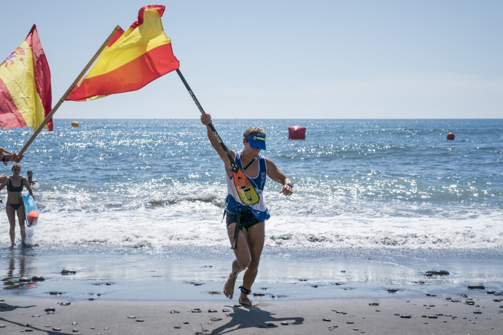 Spain's Esperanza Barreras shows an impressive display of endurance to win the Women's SUP Distance Race in the beating El Salvador sun. Photo: ISA / Ben Reed