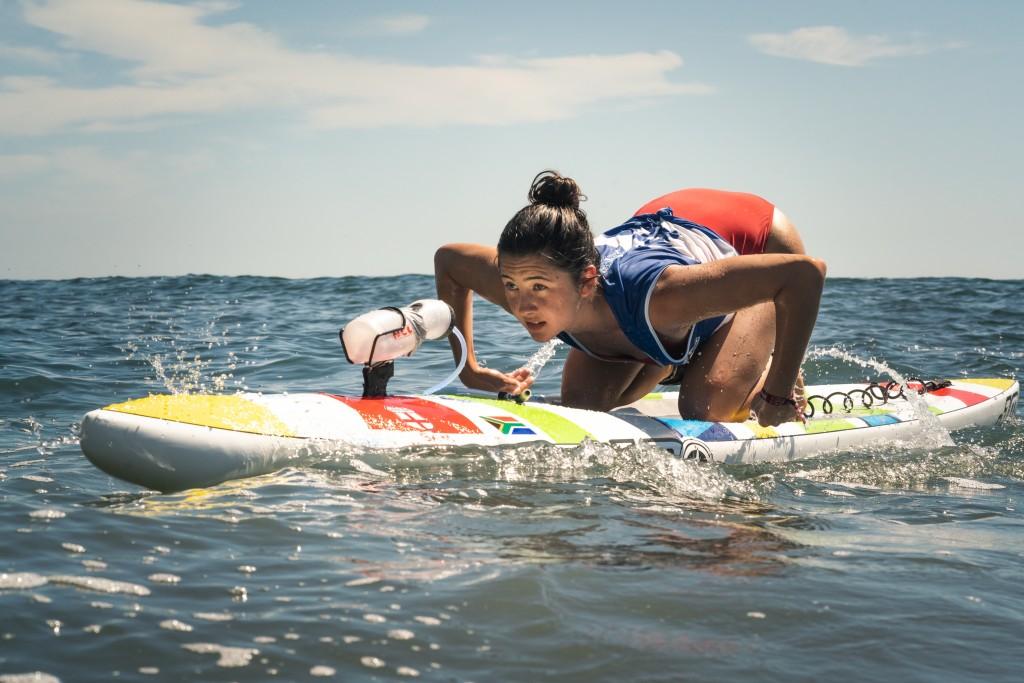 Tyra Buncombe de Sudáfrica en ruta a su primer Oro ISA en la Carrera de Distancia Paddleboard Mujeres. Foto: ISA / Sean Evans