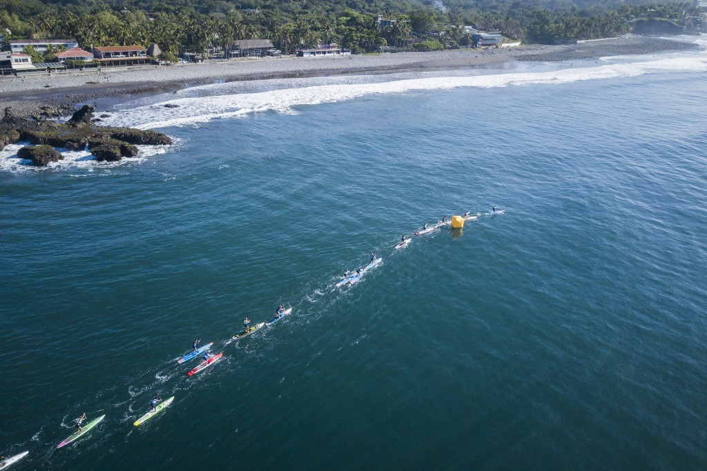 The Women's SUP Race follows the pristine coast of El Salvador. Photo ISA / Ben Reed