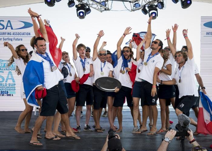 El Equipo de Francia celebra su gran desempeño, la primera Medalla de Oro para su nación en ocho años de historia del evento. Foto: ISA / Ben Reed