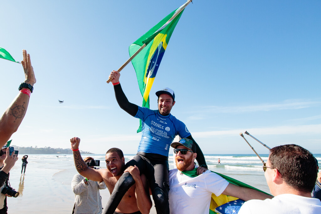 Brazil's Henrique Saraiva celebrates upon earning his first Gold Medal in the event in 2018. Photo: ISA / Chris Grant