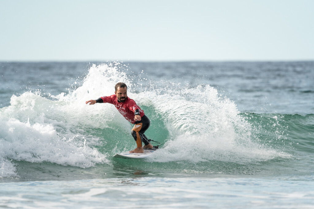 Roberto Pino asserts himself as an early Gold Medal favorite with the highest wave scores and heat total of the opening day of competition. Photo: ISA / Sean Evans
