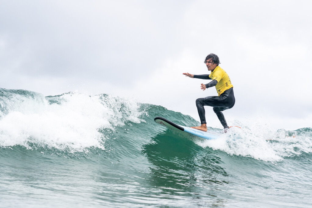 Costa Rica's visually impaired surfer Henry Martinez surfs his way into the final day of competition, guaranteeing a medal for his nation. Photo: ISA / Sean Evans