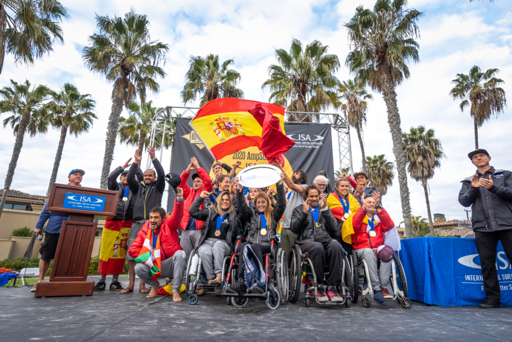 Team Spain displays their historic Team Gold Medals on the Closing Ceremony stage. Photo: ISA / Sean Evans